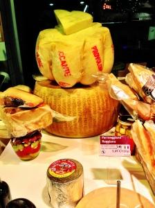 Parmesano / provolone. Y si! El provolone es un queso muy grande que se puede curar, no sólo viene en lonchas!