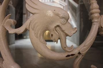 Monstruos que guardan los portales de Cádiz.